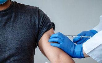 İtalya'da Pfizer-BioNTech aşısı olan doktor korona virüsüne yakalandı