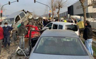 Bursa'da freni patlayan TIR araçları ezdi: Üç ölü, 21 yaralı