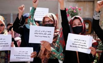 Taliban'dan kadın öğrencilere peçe, sınıflara perde zorunluluğu