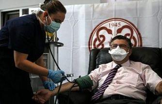 Alman aşısının ilk gönüllüsü Prof. Dr. Necmettin Ünal oldu