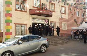 HDP Diyarbakır il eşbaşkanlarının gözaltı süresi uzatıldı