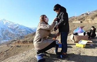 Avusturya'dan Şemdinlili 58 çocuğa kıyafet yardımı