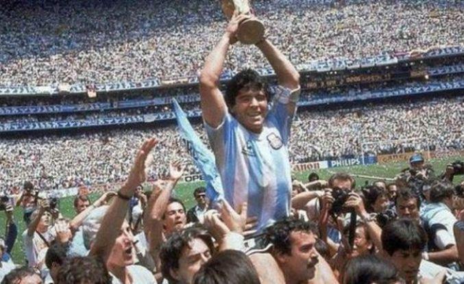 Futbolun efsanesi Maradona hayatını kaybetti