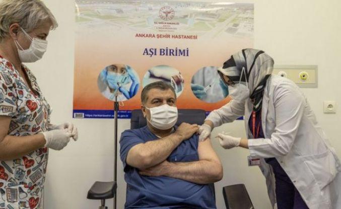 Sağlık Bakanı Fahrettin Koca ve Bilim Kurulu üyeleri canlı yayında aşı oldu