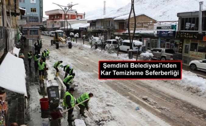 Şemdinli Belediyesi'nden Kar Temizleme Seferberliği